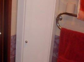 Угловой пенал для ванной комнаты