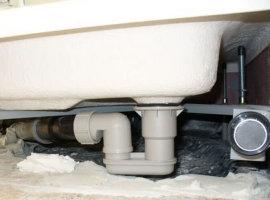 Подключение поддона душевой кабины к системе канализации