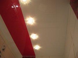 основной задачей является визуальное увеличение общего пространства, в решении которой поможет глянцевый натяжной потолок,