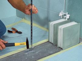 Монтаж стеклоблоков в ванной комнате