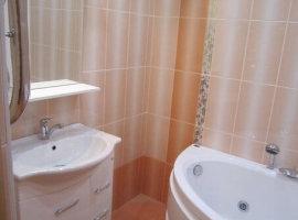 светлая плитка для ванной комнаты