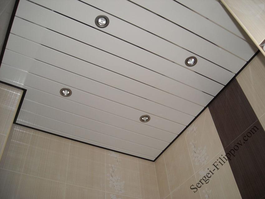 Потолок пвх в ванной комнате своими руками видео