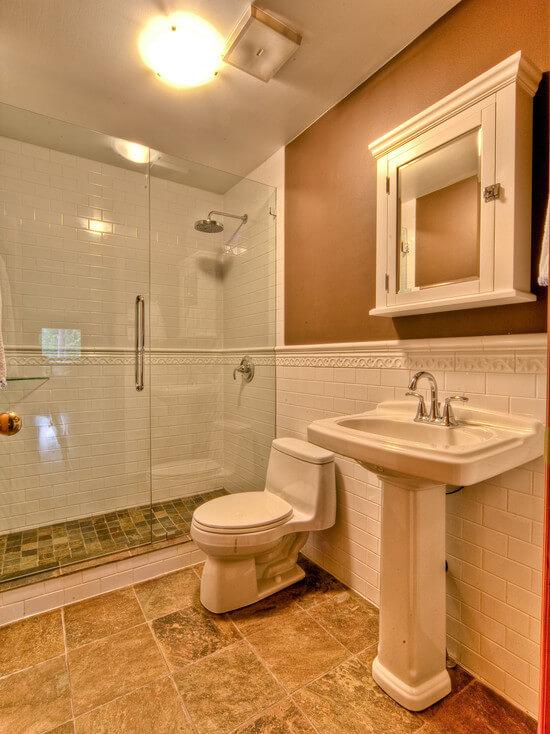 отделке ванной керамической плиткой