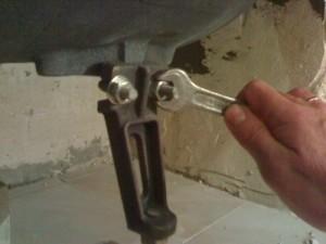 Установка ножек под ванну