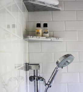 Угловые полки для ванной