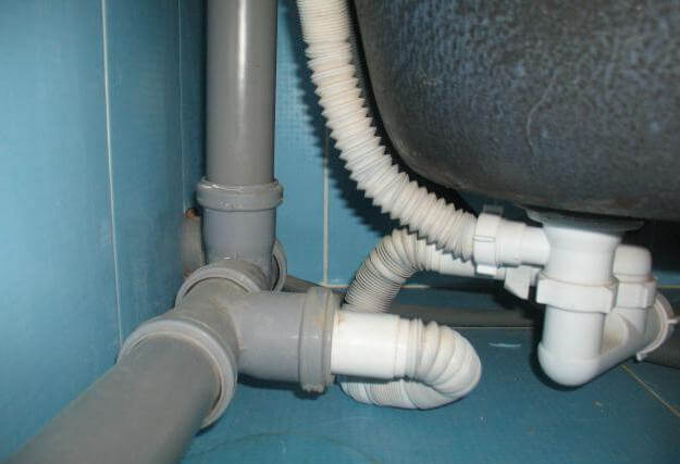 Подключение ванны к системе канализации