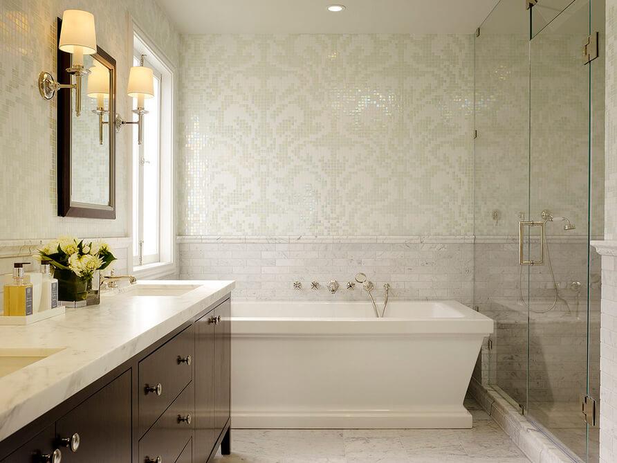 Орнаментальная раскладка плитки в ванной