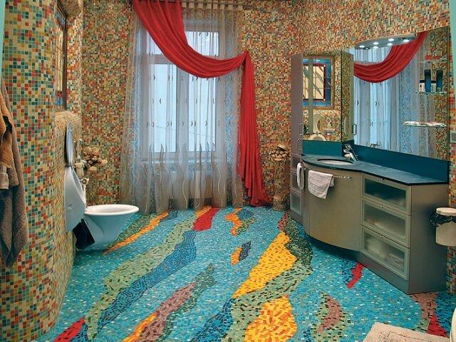 Панно на полу в ванной из мозаики