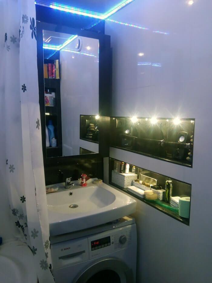 Шкаф из обработанной лаком и морилкой, мебельной панели